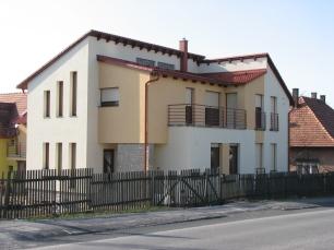 Veszprém Almádi út orvosi rendelő + lakás Tervező: Bártfai Judit