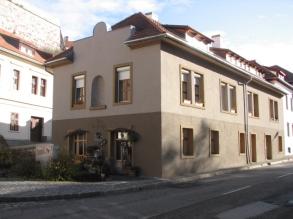 Veszprém Jókai utca lakóépület műemléki környezetben